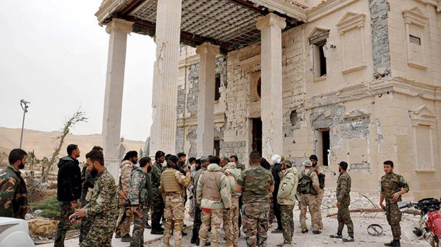 Сирийские войска выбили боевиков из исторической цитадели в Пальмире