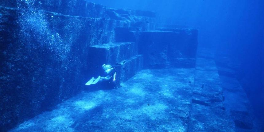 Подводные пирамиды Йонагуни в Японии.