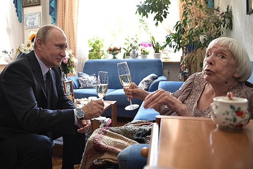 ВЫ все врёте - Она не целовала руку Путину