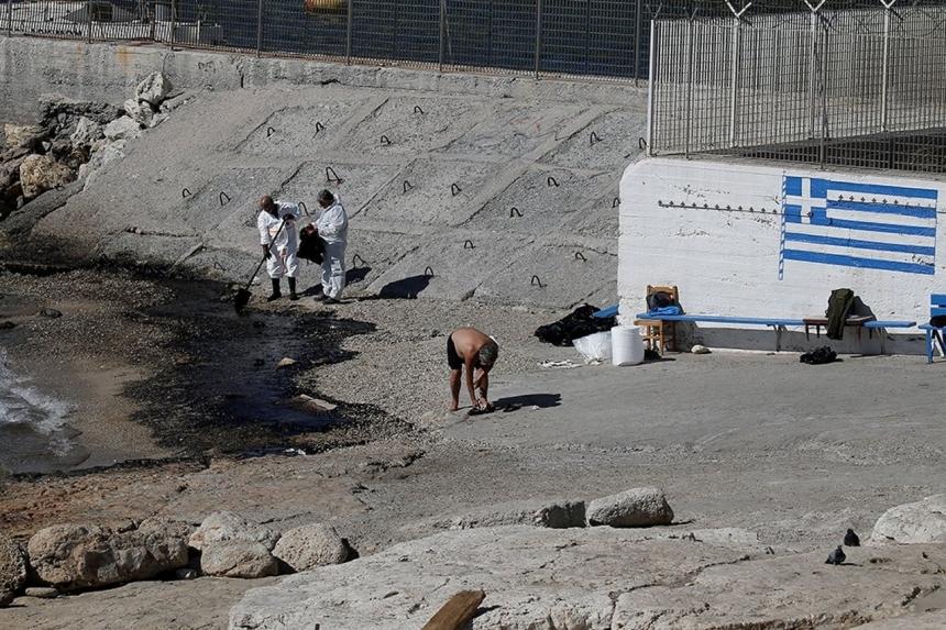 Греция: Пляжи Афин закрыты из-за разлива нефти.