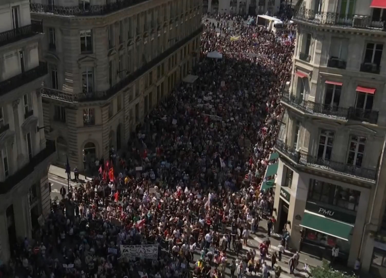 В Париже акция протеста против Макрона (5 мая )
