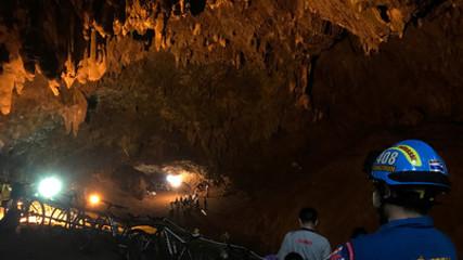 Дети в тайской пещере