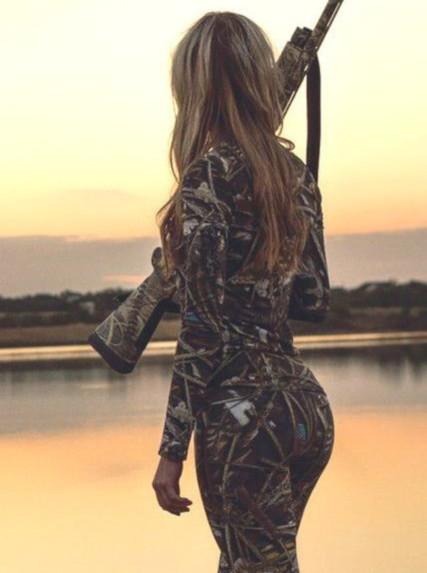 Блондинка на охоте
