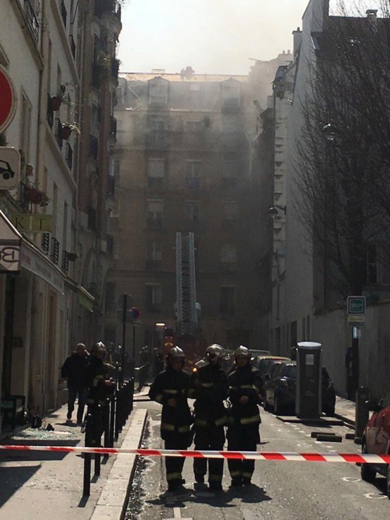 Взрыва в центре Парижа (видео и фото)