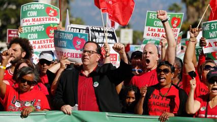 Первая за 30 лет забастовка в США (протестуют учителя)