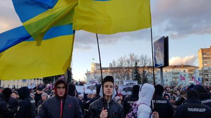 Нац корпус прибыл в Житомире на встречу с Порошенко