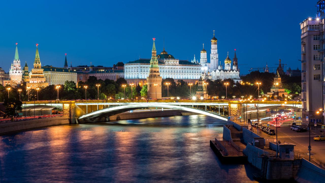 Летний прогулки по Москве-Реке