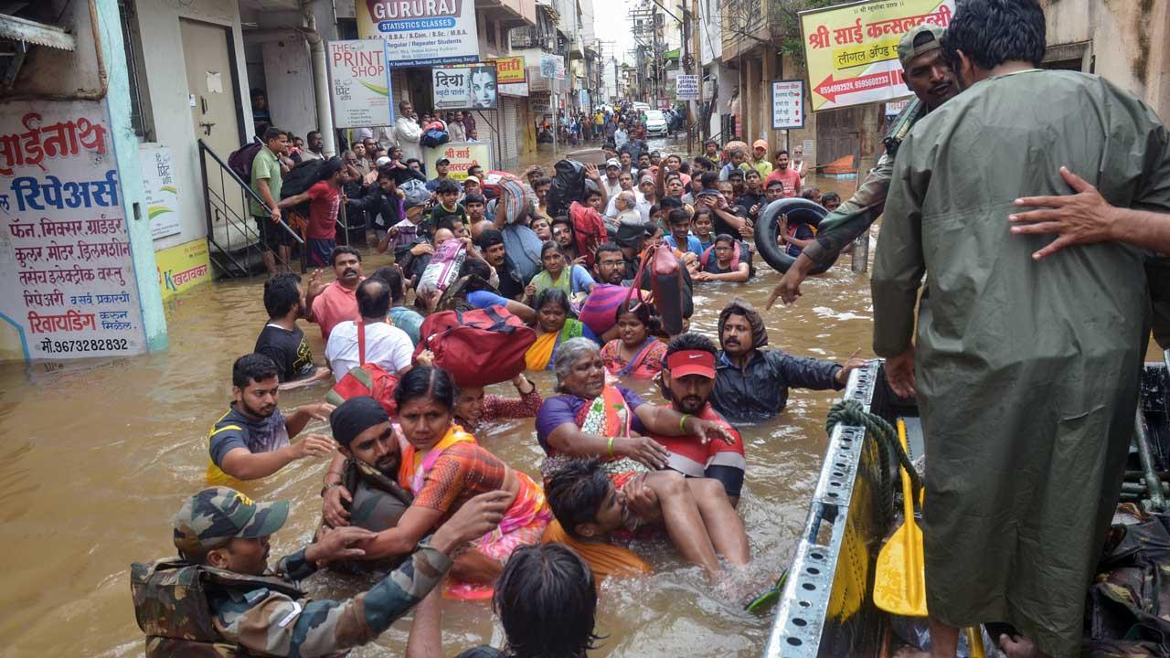 Один миллион пострадал, и 184 погибших в Индии из за наводнений