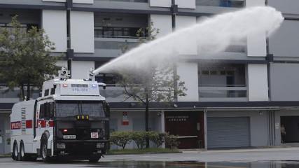 Полиция Гонконга продемонстрировала новый водомет