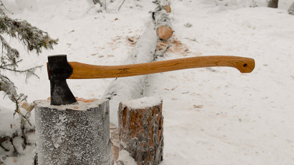 Кованый топор для охотника и туриста