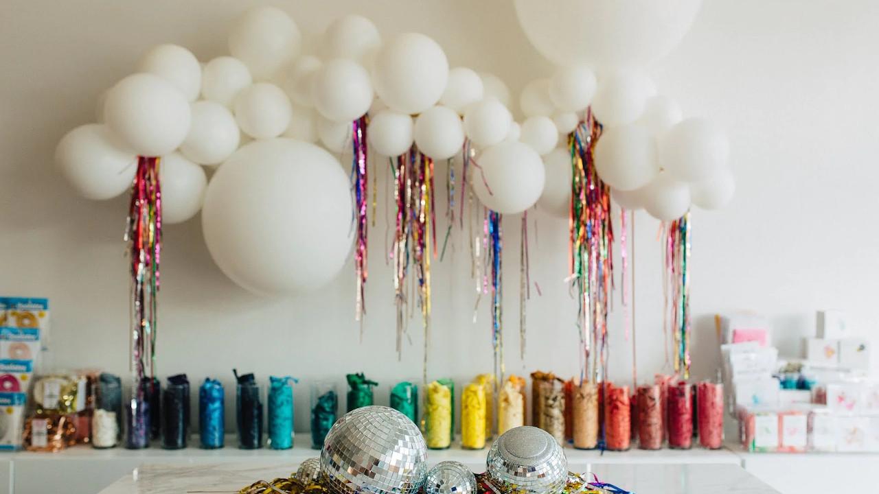 Украшаем комнату воздушными шарами